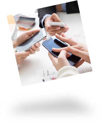Hände und Smartphones