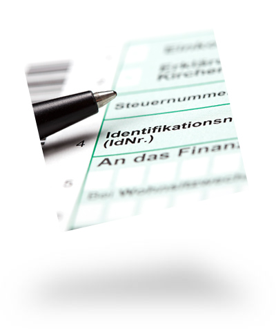 Kugelschreiber auf Steuererklärungs-Formularblatt