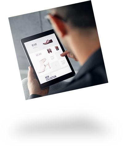 Tablet mit geöffnetem Onlineshop